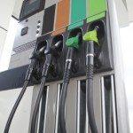 Nízké ceny benzínu. Proč najednou?