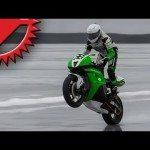 Video: Motorkář jede přes 180 km/h na ledu
