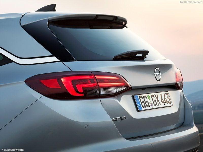 Opel-Astra_Sports_Tourer_2016_800x600_wallpaper_0e