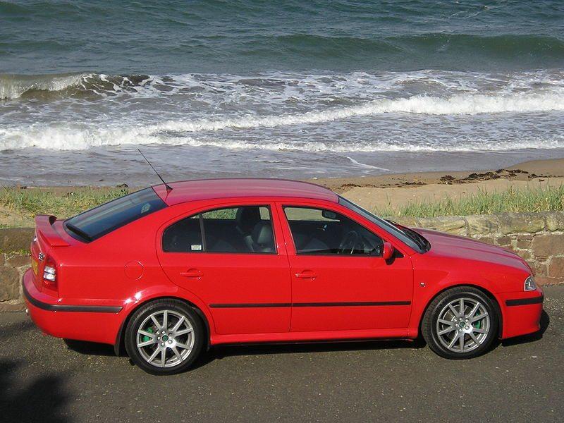 800px-Škoda_Octavia_RS