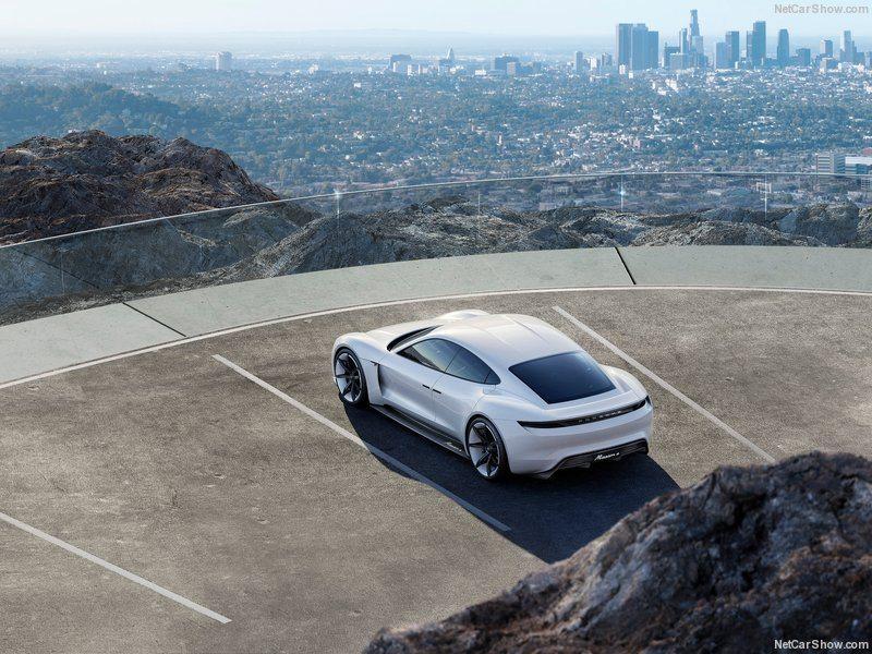 Porsche-Mission_E_Concept_2015_800x600_wallpaper_04