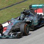 Poslední závod Formule 1 ovládl Mercedes
