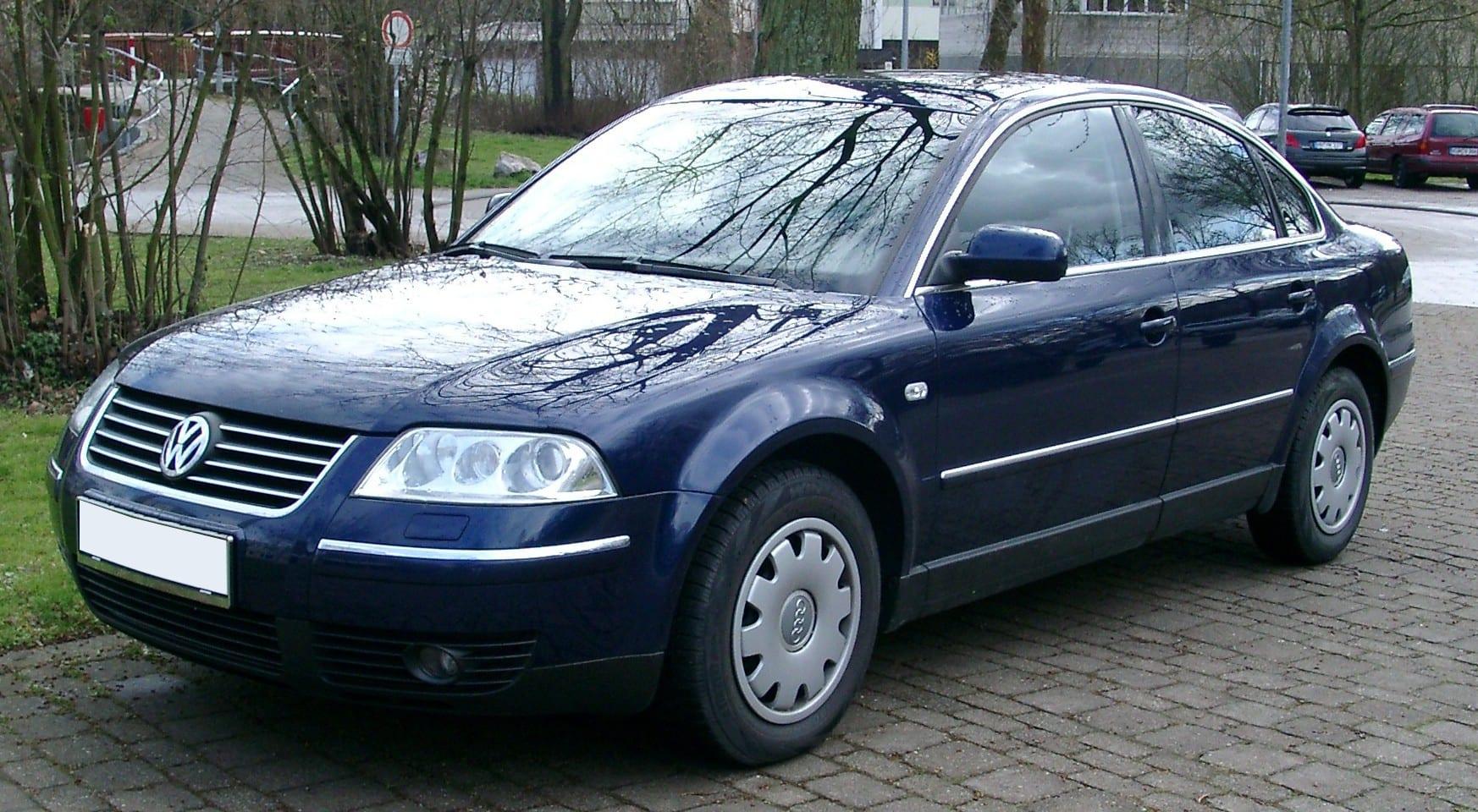 Volkswagen_Passat_B5_front_20070323