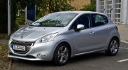 Peugeot_208_e-HDi_FAP_115_Stop_&_Start_Allure_–_Frontansicht,_23._September_2012,_Hilden