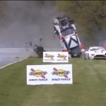 Obrovská havárie při závodu cestovních vozů!