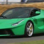 Šílený majitel LaFerrari se baví neschopností řidiče