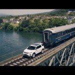 Utáhne Land Rover Discovery sto tunový vlak?