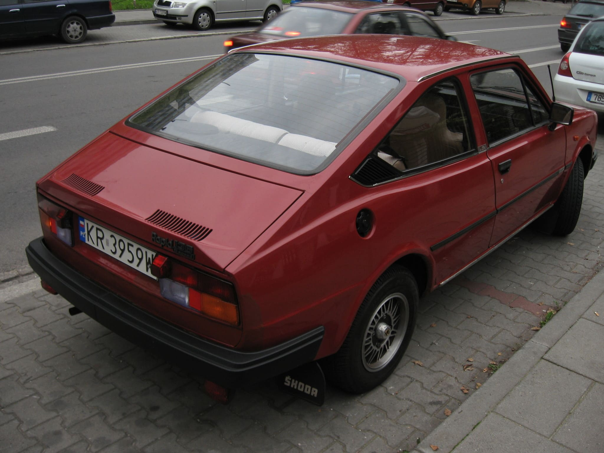Škoda_Rapid_136_5_speed_in_Kraków_(1)