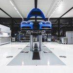 Jak se staví Bugatti Chiron? Dílna je jako operační sál