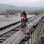 Extrémně nebezpečný most v Rusku je jen pro odvážné