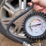 Jaký je správný tlak v pneumatikách?