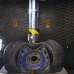 Litá a ocelová kola versus hydraulický lis