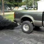 Kouř z výfuku auta: Různé barvy znamenají různé problémy