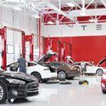 Servis vozů Tesla pro východní Evropu je nově v Praze