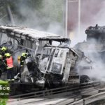 Na Pražském ohruhu se srazil vězeňský autobus, kamion převážející tanky a osobní vůz