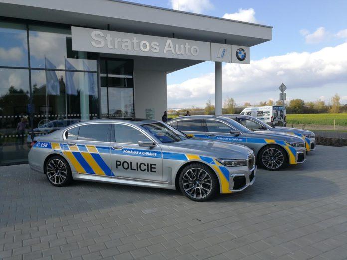 Policie a nové BMW 745Le
