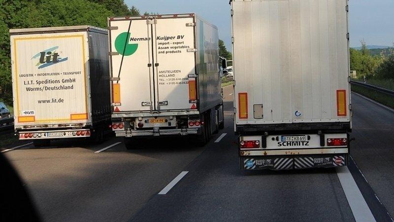 Zákaz předjíždění kamionů